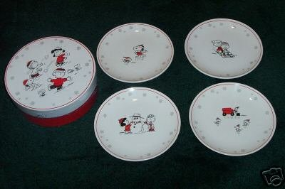 4 Hallmark PEANUTS Gang Ceramic PLATES~Dessert/Salad~Set of 4~Sealed in Box