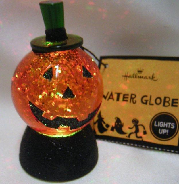 Hallmark Halloween  PUMPKIN Water Globe~Lights Up