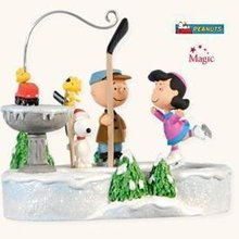 2008 Hallmark PEANUTS ON ICE~Motion & Sound Christmas Ornament