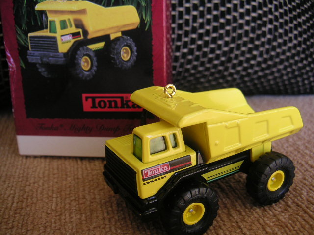 TONKA Mighty Dump Truck Hallmark 1996 Christmas Ornament~Die-Cast