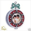 2007 Hallmark LOVING MEMORY LOCKET~Photo Holder~Music~Christmas Ornament