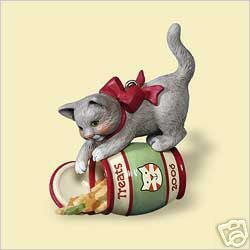 New! 2006 Hallmark MISCHIEVOUS KITTENS Christmas Ornament #8~Cat with Treats