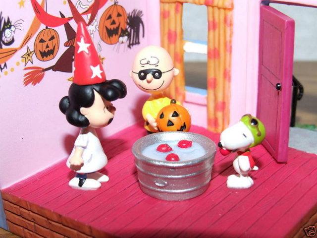 2009 Hallmark A HALLOWEEN PARTY~Peanuts Gang~Great Pumpkin