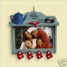 2006 Hallmark OUR FAMILY PHOTO HOLDER ~Christmas Ornament~