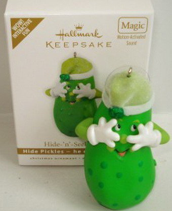 2010 Hallmark HIDE 'N' SEEK PICKLES Talking Pickle Christmas Ornament