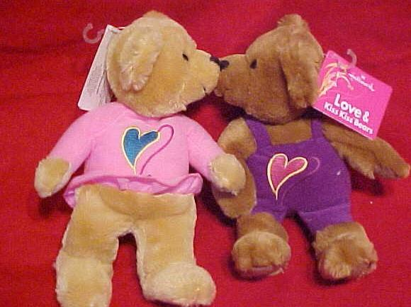 2 Love & KISS KISS Bears- Kiss & Hold Hands- Valentine's Day -Hallmark-NEW