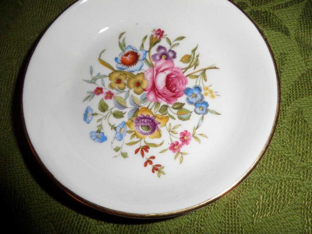 Vintage 1982 Avon Commemorative Pin Dish