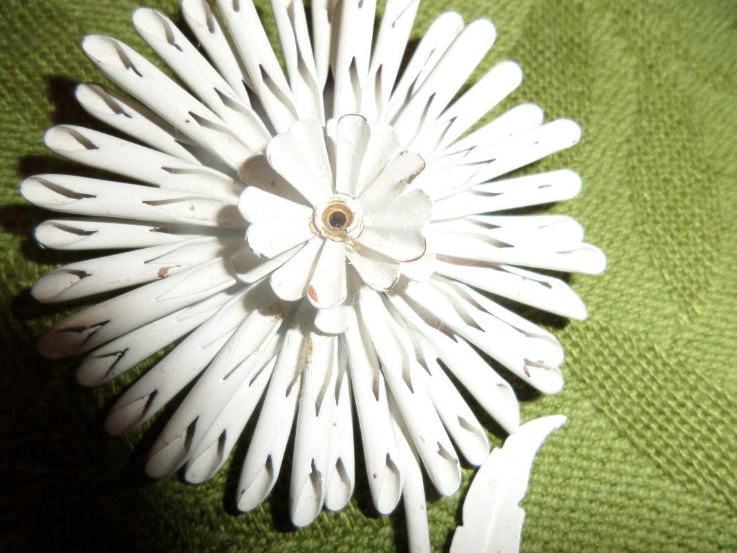 White sun flower brooch