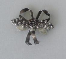 HOBE STERLING SILVER PIN