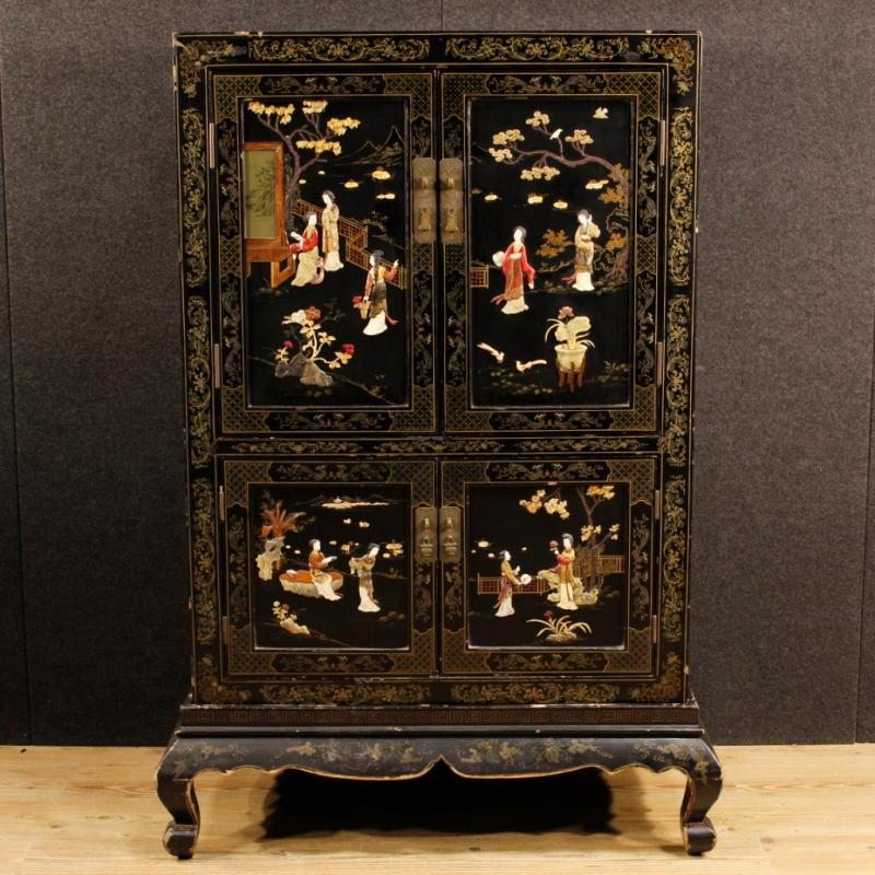 French Chinoiserie Sideboard in Lacquered and Painted Wood 20th Century