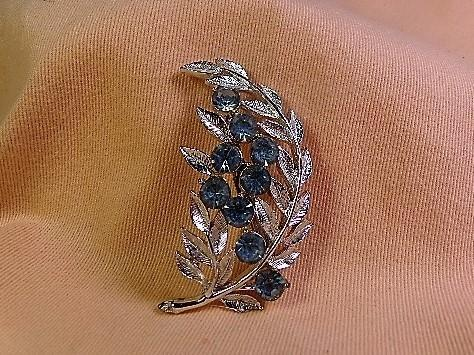 Vintage 1950's Leaf Brooch