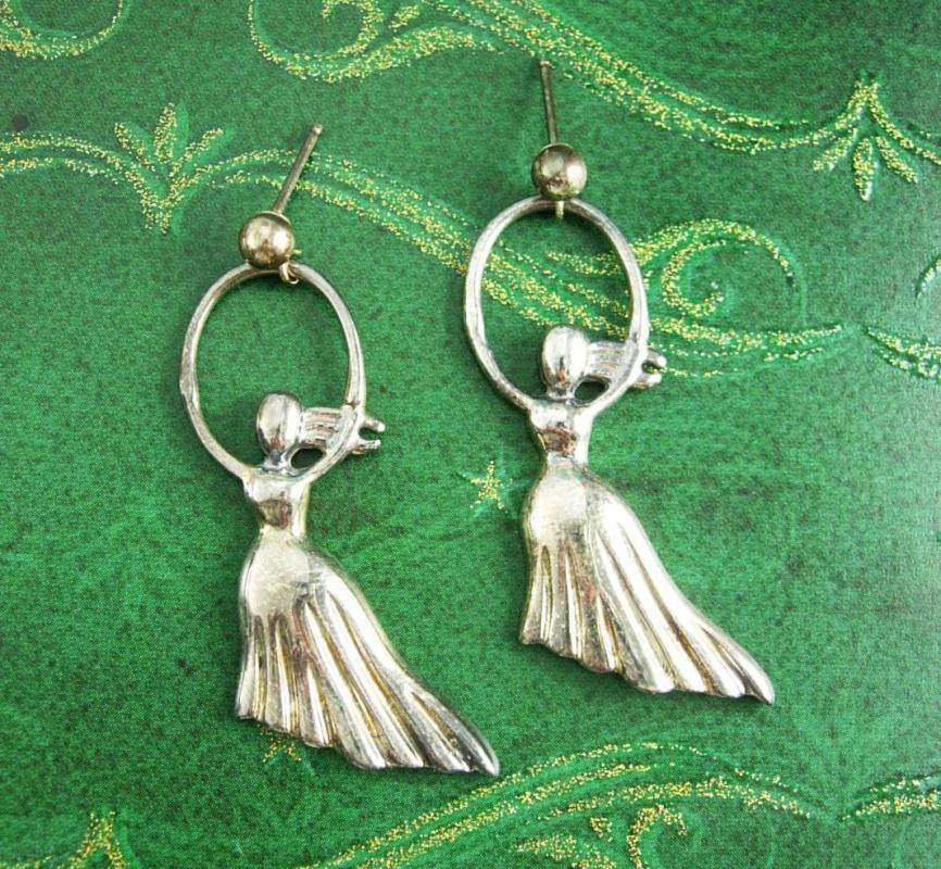 Salvador Dali sterling earrings Morphological echo Pierced Girl skipping rope