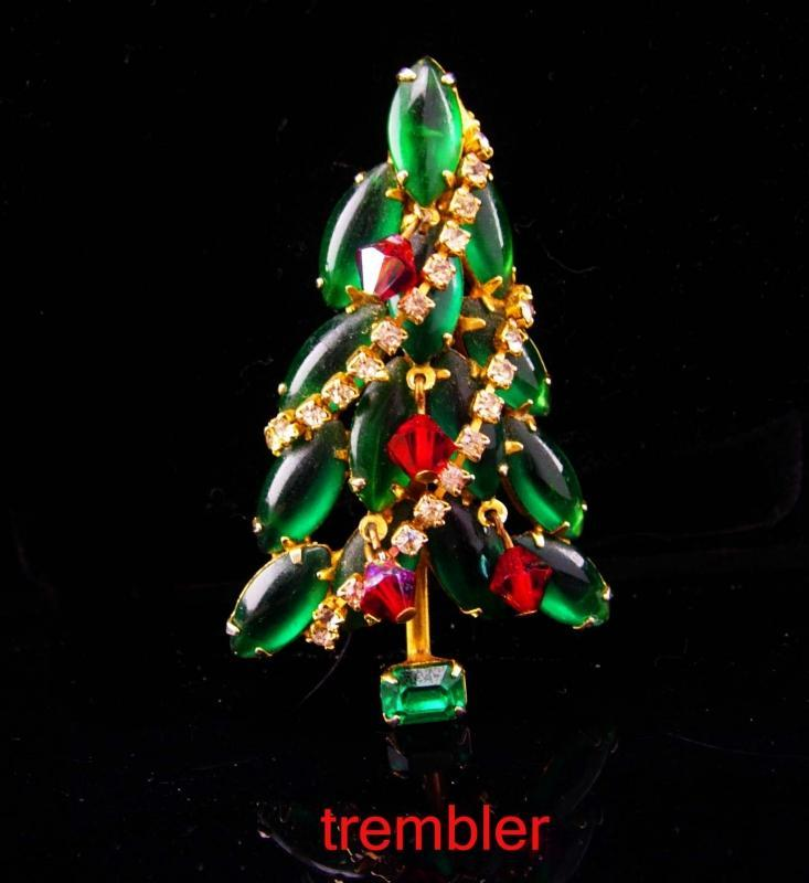 Vintage Christmas Tree brooch / Juliana trembler pin / Christmas gift for her / december birthday / rhinestone jewelry / costume brooch