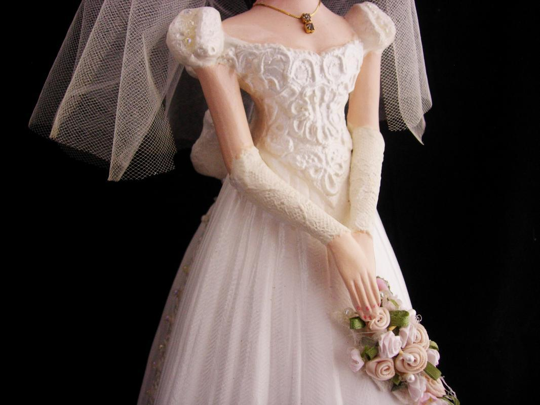 Vintage Bride Centerpiece / Ceramic Bride Doll / wedding tabletop / bridal bouquet / Bride figurine / bridal veil / cake topper