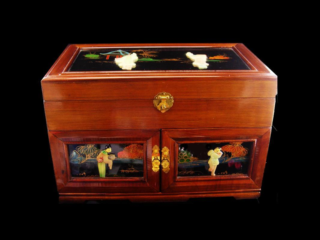 Large Asian Jewelry Box / chinese lacquer / vintage oriental box / wood jewelry chest / geisha top / figural box / anniversary gift for her