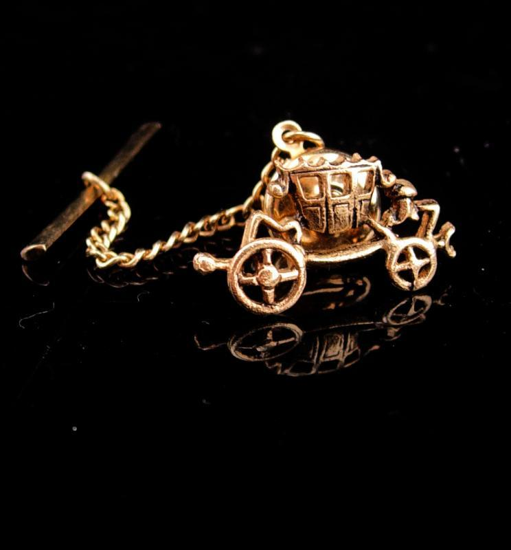 Cinderalla wedding Tie tack / Cufflinks accessory / Vintage Victorian carriage / Romantic groom Accessory / gold novelty tie tack