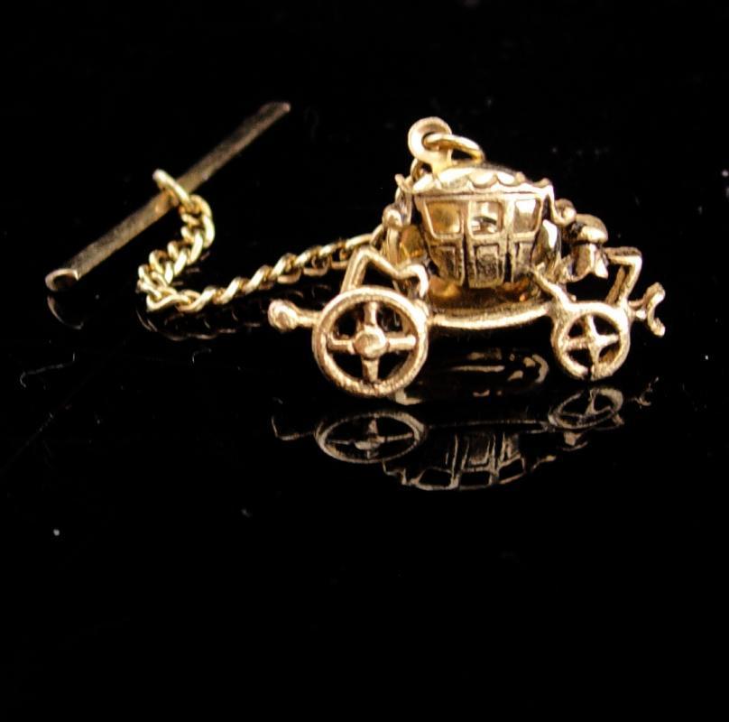 Cinderella wedding Tie tack / Cufflinks accessory / Vintage Victorian carriage / Romantic groom Accessory / gold novelty tie tack
