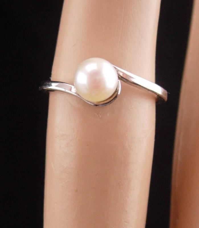 Vintage genuine pearl ring / bridal ring / sterling ladies size 5 /  1st 3rd 30th anniversary / June birthday / Gemini cancer gift
