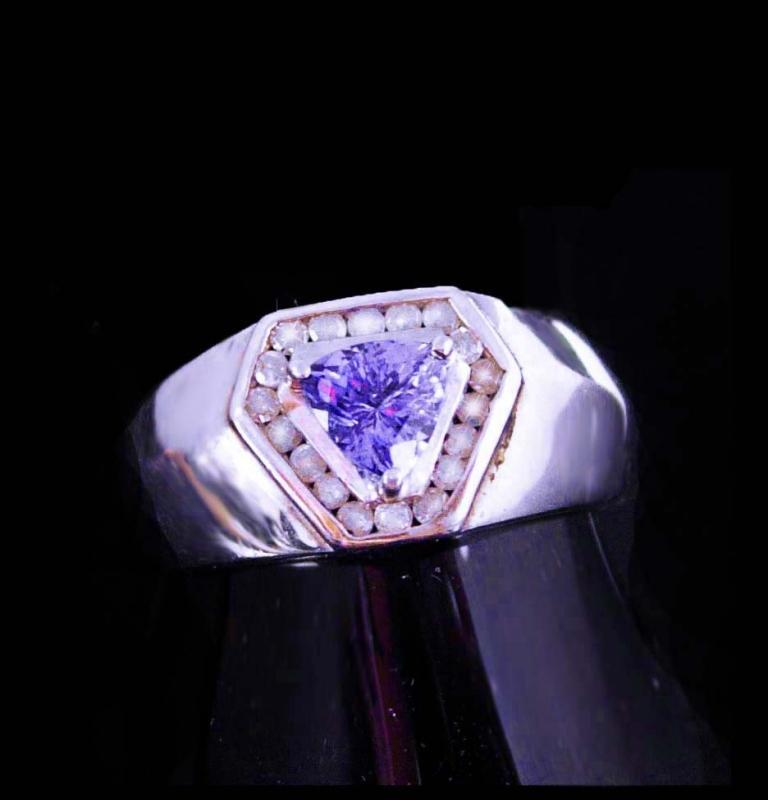 18 Diamonds Ring / Trillion cut Amethyst / Vintage mans or womans band / size 10 / Sterling /  purple stone / aquarius birthstone february