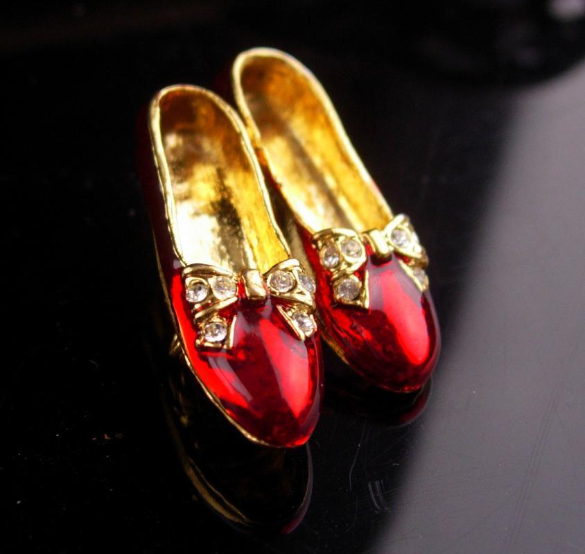 Vintage Ruby slippers brooch /  Red enamel / rhinestone bow / Dorothy shoes / Wizard of Oz Shoe Made in USA costume jewelry ladies jewelry