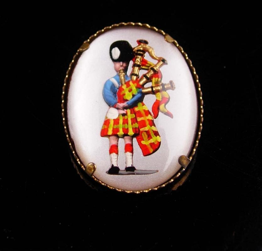 Vintage Scottish brooch / reverse painted bagpipes /  Wedding accessory / Scotland kilt brooch / Glass brooch  / mens lapel pin music brooch