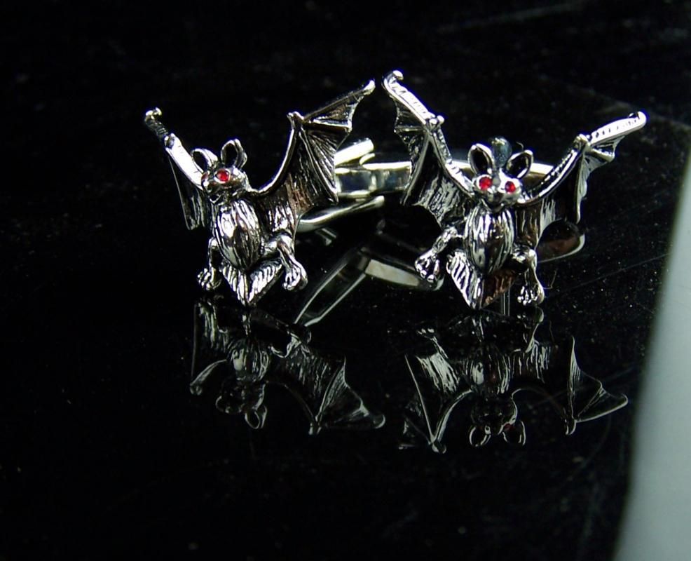Spooky Bat Cufflinks - Vintage Figural set- Silver Red eye vampire - Gothic Clothing Accessories - cool mens gift - Halloween bat set