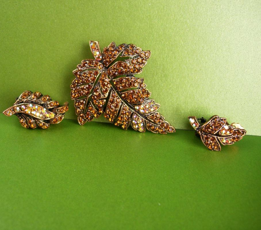 200 rhinestone Weiss Demi Parure - Vintage Brooch - clip on Earrings - copper aurora borealis - Signed Weiss - estate jewelry - leaf brooch