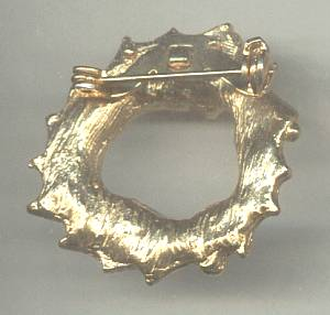 Brooch/Christmas/Contemporary Goldtone Holly Wreath Pin