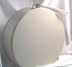 Luggage/C. 1960's Beige/Round Overnite Case