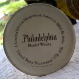 Collectibles/Limited Edition Momento Of America's 200th Birthday/Philadelphia Blended Whisky Liberty Bell Decantor