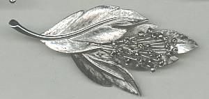 Brooch/Silvertoned Floral Spray W/