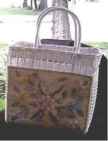 Purse/Straw White W/Plastic Flower Decorative Panel/Beach Bag Stlye