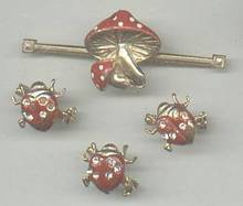 Set(s)GT Collar Bar/Clip W/Enaml Mushroom & 3 Enamel Lady Bug Scatter Pins