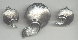 Set(s)/Designer 1970's J.J. Brushed ST Brooch&Ear Clips