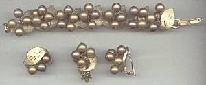 Set(s)/Bracelet&Ear Clips/Goldtone Leaves W/ Clusters Gold Bead Dangles