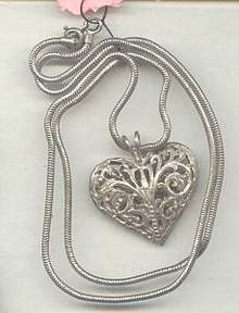 Necklace/SM ST Snake Chain W/Brite Cut Filagree Heart