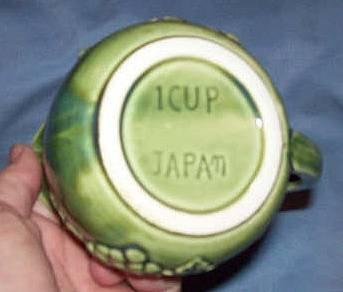 Porcelain/Pottery/Green Glaze Grape Motif Creamer