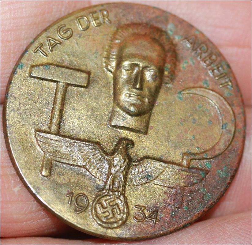 German WWII Mai Day Workers brass pin 1934 Schwab Gmund