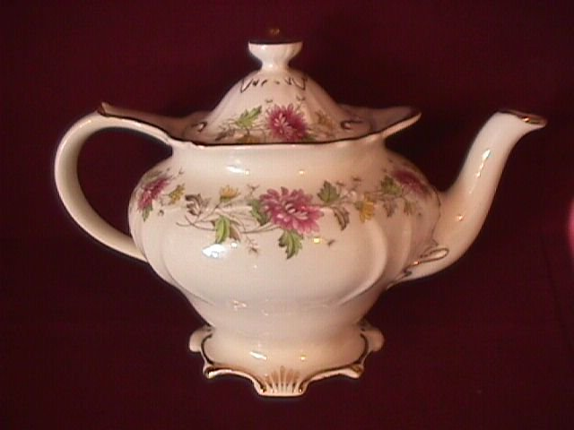 Sadler England Covered Teapot