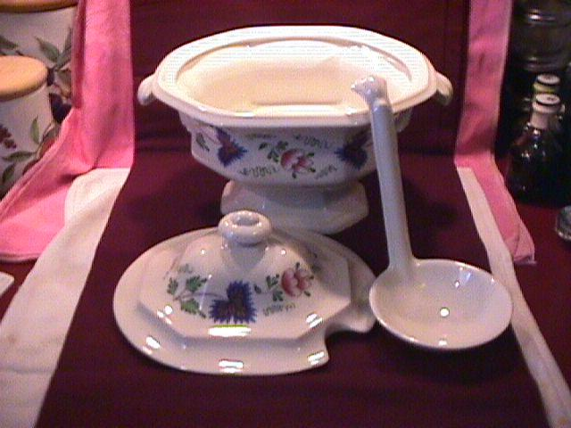 Iroquois Fine China (Greenfield Village) Soup Tureen, Lid & Ladle