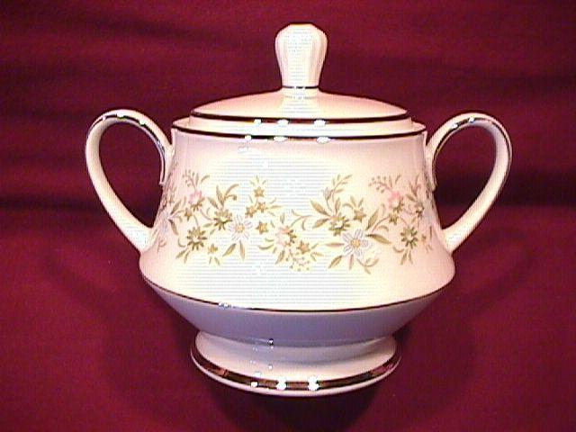 Noritake Fine China (Savannah) #2031 Covered Sugar