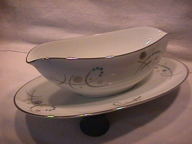 Noritake Fine China (Desiree)=#5632 Gravy Boat