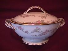 Noritake Fine China (Windsor)=#5924 Covered Sugar