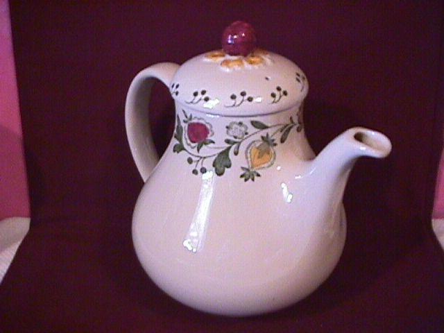 Johnson Brothers (Gretchen)=Green Covered Coffee Pot