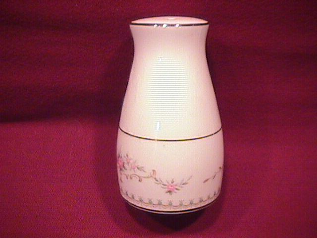 Noritake Fine China (Fairmont) #6102-Salt Shaker