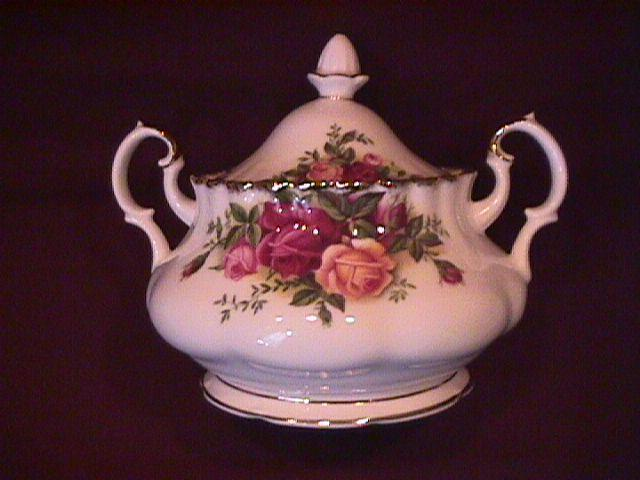 Royal Albert (Old Country Roses) Covered Sugar