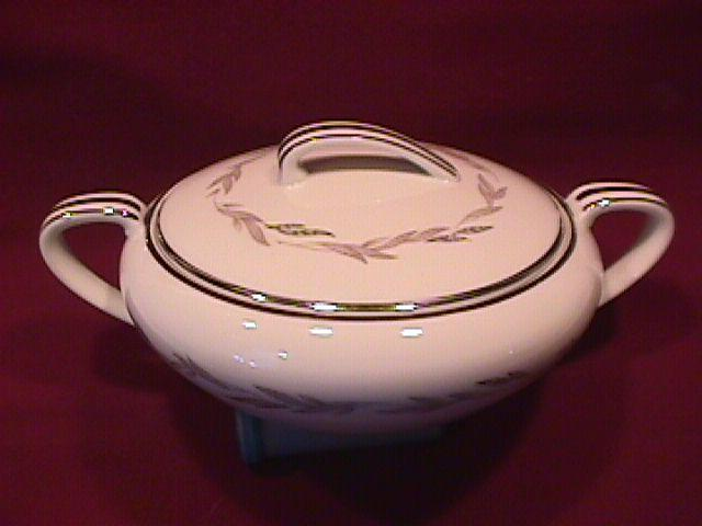 Noritake Fine China (Graywood) #6041  Covered Sugar