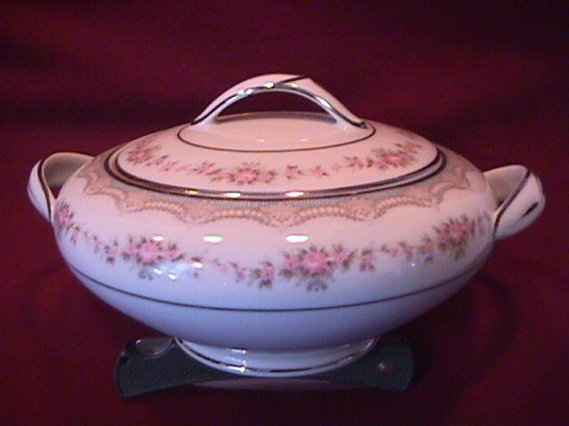 Noritake Fine China (Glenwood) #5770 Covered Sugar