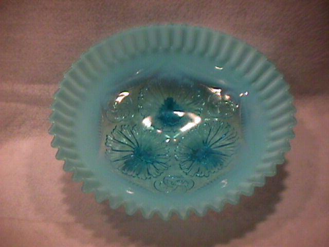 Northwood Opalescent Glass (Ruffles & Rings) Ice-Cream Shape Bowl