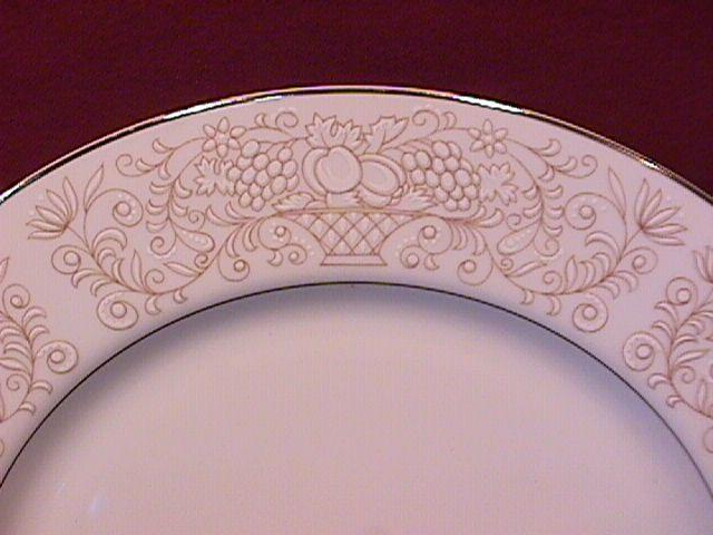 Oneida/Coronation China (Golden Glow) #101 Round Charger